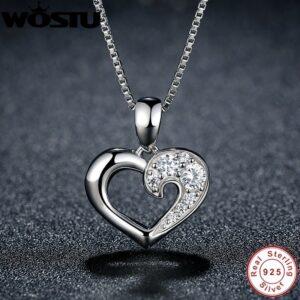 Pendentif coeur en argent serti de zircons blancs sur sa moitié