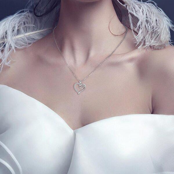 Pendentif coeur en argent et son symbole de la trinité celtique