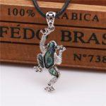 Pendentif grenouille en coquille d'ormeau et son collier en simili cuir