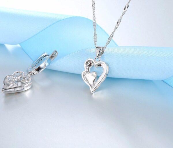 Pendentif coeur en argent au flanc d'opale transpercé d'un autre coeur