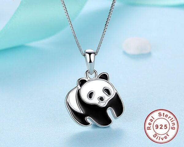 Pendentif panda en argent émaillé sur le verso