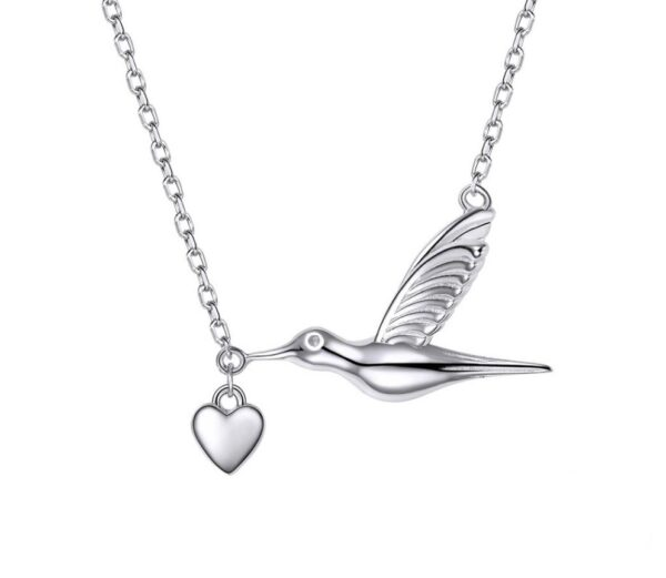 Collier colombe en argent tenant en son bec un coeur