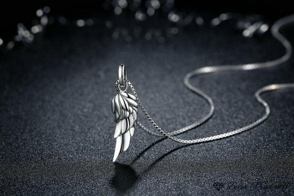 Pendentif aile d'ange en argent au relief de plumes