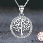 Pendentif arbre de vie en argent dans son cercle agrémenté de zircons blancs