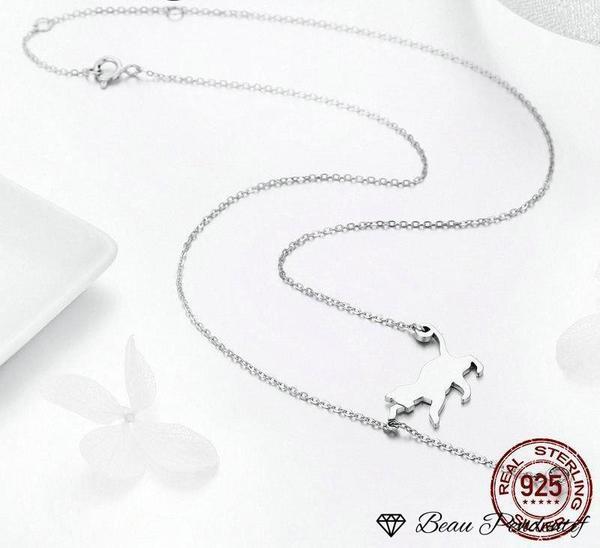 Pendentif chat en argent qui joue avec la chaîne retenant un zircon blanc imitation diamant