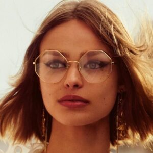 Quelles boucles d'oreilles porter avec des lunettes?