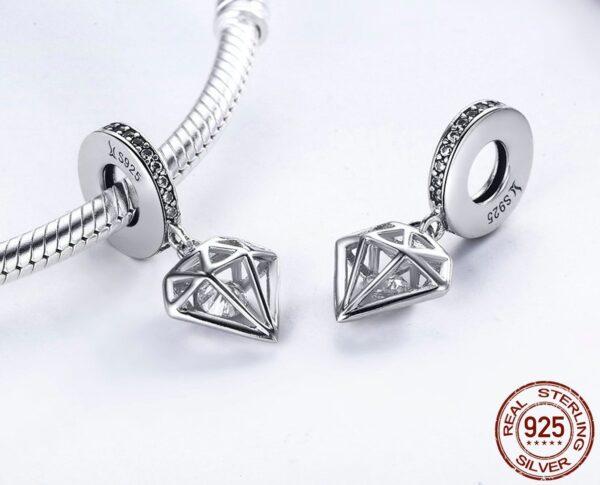 Pendentif charm en argent cage diamant et son cristal blanc