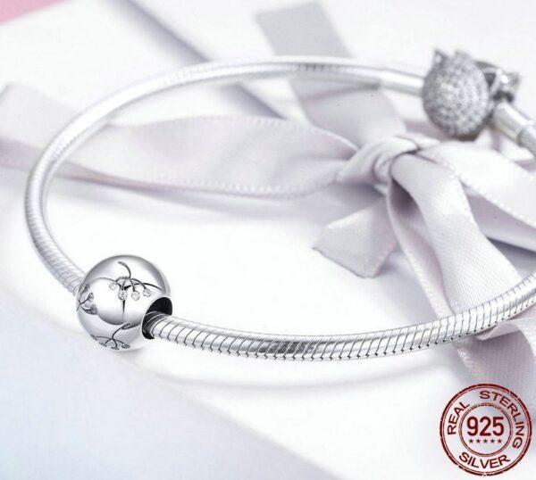 Charm perle ronde en argent ornée de fins cristaux