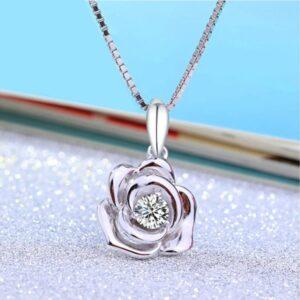 Pendentif fleur en argent rose épanouie et son cristal brillant
